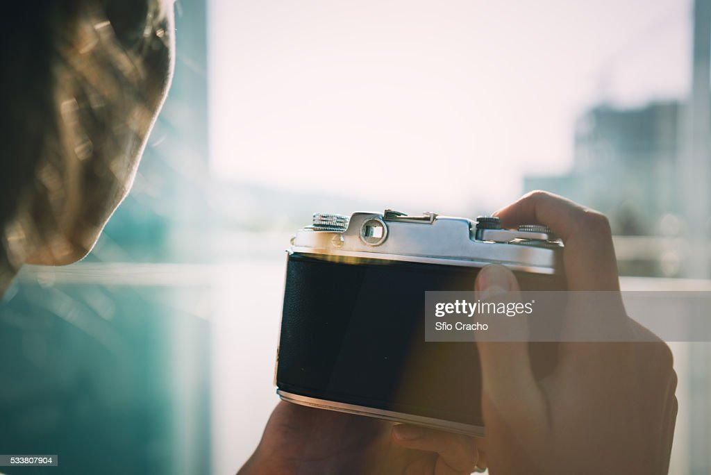 Close-up photo of woman's and with vintage camera : Foto stock