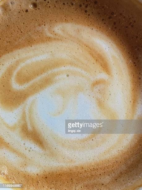 close-up photos of latte coffee with lava - café photos et images de collection