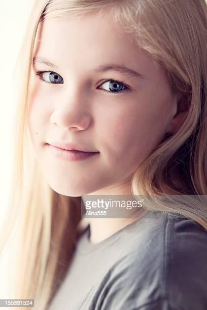 Close-up portrait d'une jolie fille de 11 ans