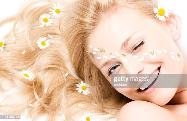 Close-up portrait of a fresh and beautiful woman with camomile