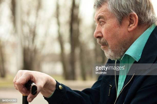 close-up portrait eines alten mannes - einzelner senior stock-fotos und bilder