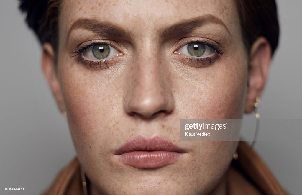 Close-up portrait of beautiful young woman looking in camera, shot on studio : Foto de stock