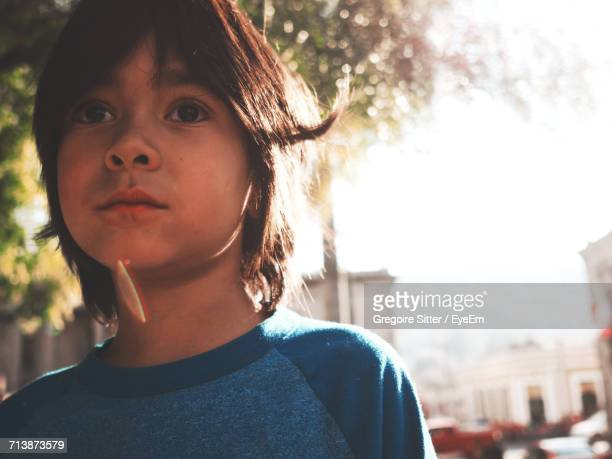 close-up portrait of boy against sky - quetzaltenango stock-fotos und bilder