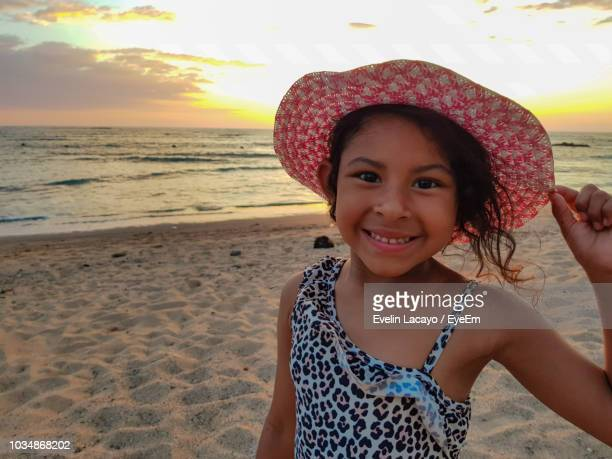close-up portrait of girl smiling while wearing hat at beach - el salvador fotografías e imágenes de stock