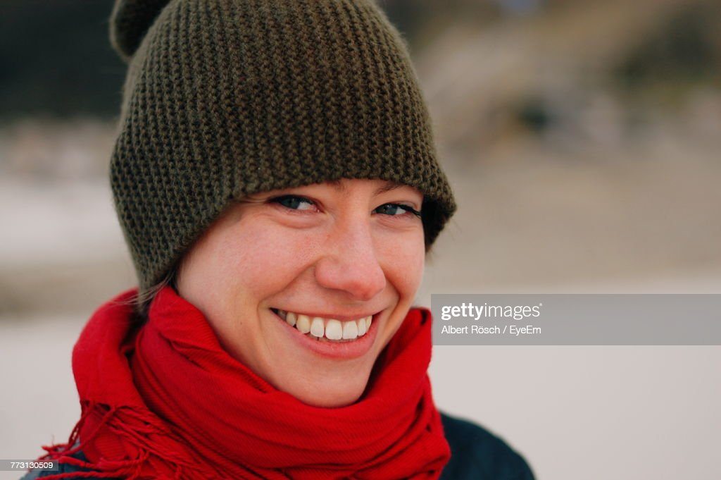 Close-Up Portrait Of Smiling Young Woman : Photo