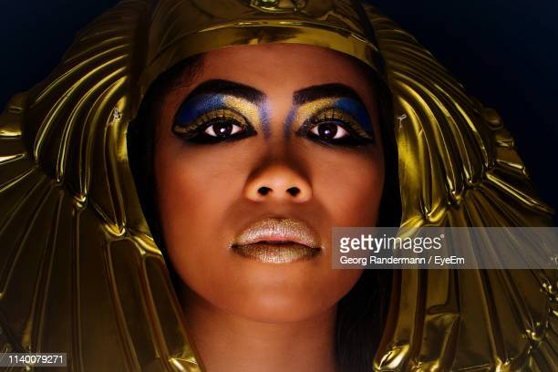 close-up portrait of woman against black background - cleopatra foto e immagini stock