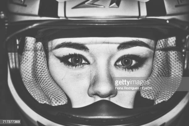 close-up portrait of woman - corrida de motocicleta - fotografias e filmes do acervo