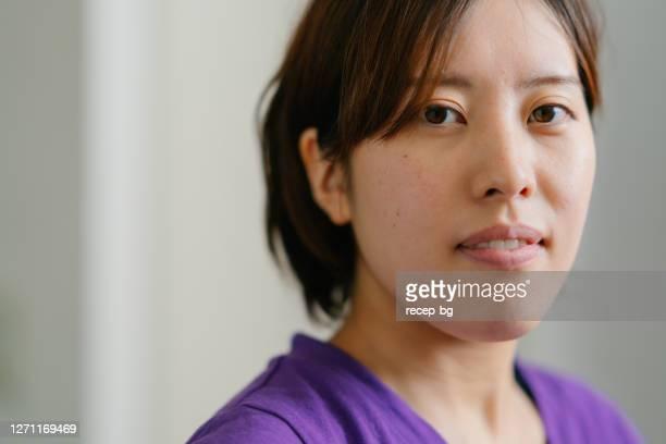 若い女性スポーツ選手のクローズアップ肖像画 - 素顔 ストックフォトと画像
