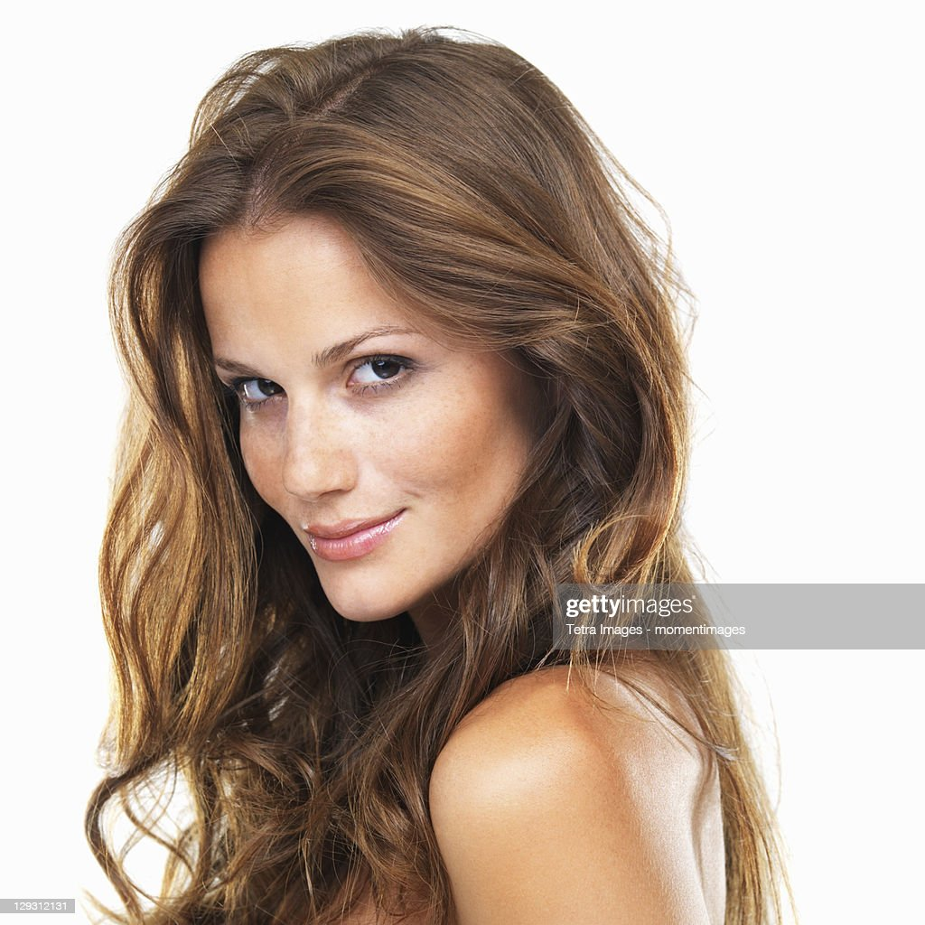 Close-up portrait of young woman smiling : Photo
