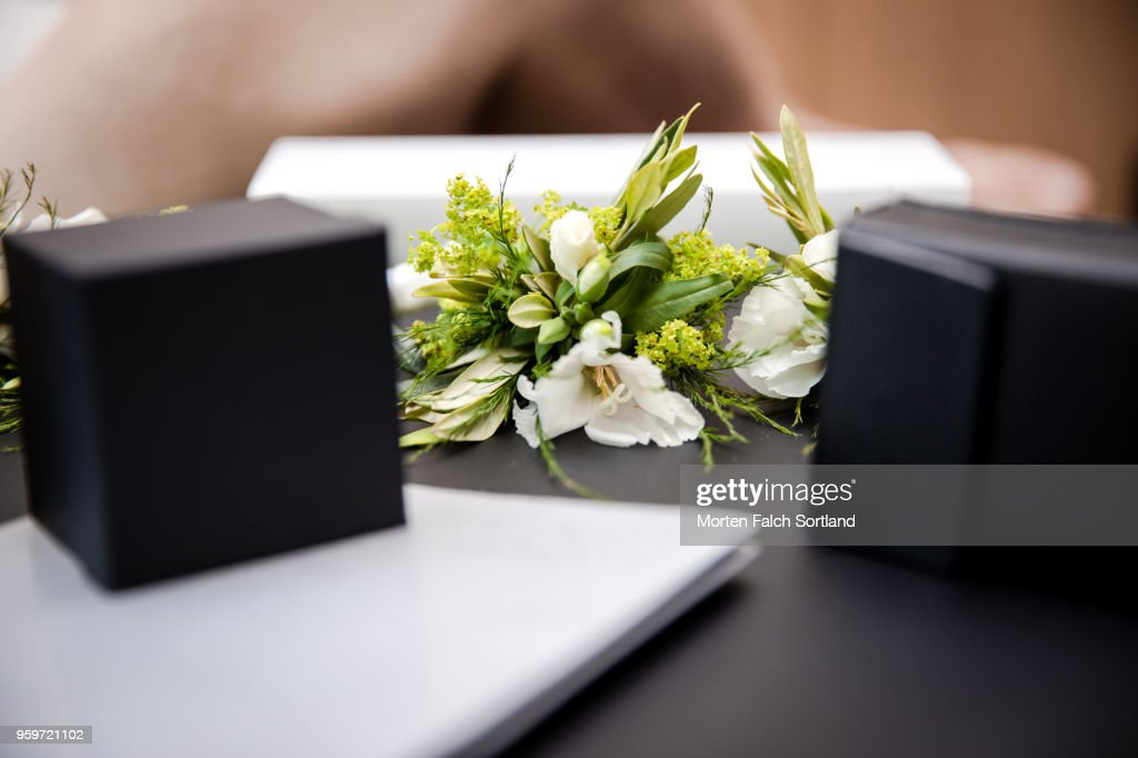 Close-Up Shot of Boutonnières and Jewelry Boxes on a Table during Wedding Celebrations in Berlin, Germany Summertime : Stock-Foto