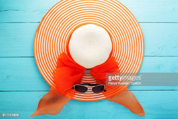close-up sun hat and glasses on table - sun hat stock pictures, royalty-free photos & images