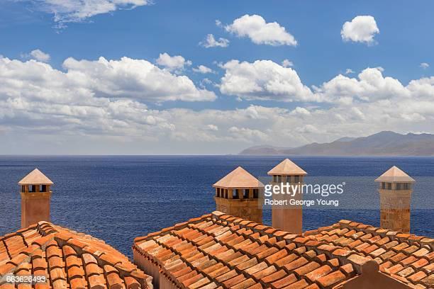 close-up terracotta roofs & chimneys monemvasia - monemvasia - fotografias e filmes do acervo