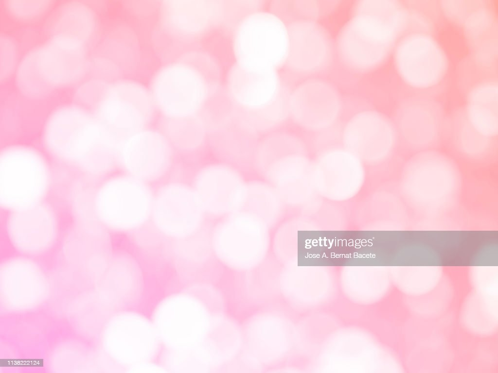 Close-up unfocused lights in the shape of circles of light pink background. : ストックフォト