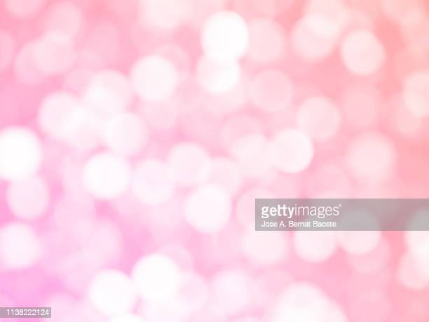 close-up unfocused lights in the shape of circles of light pink background. - ピンク色 ストックフォトと画像