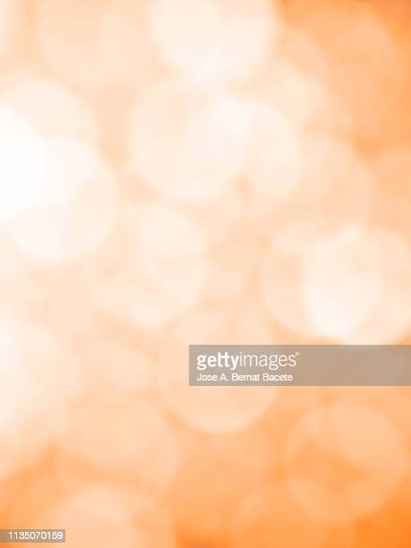 close-up unfocused lights in the shape of circles of light soft orange background. - elemento de desenho - fotografias e filmes do acervo