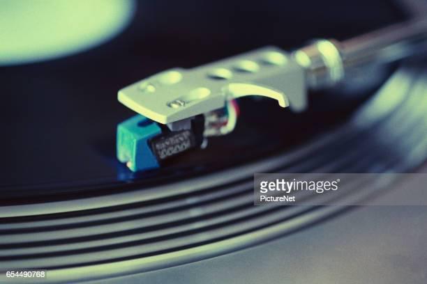 close-up view of a phonograph - opslagmedia voor analoge audio stockfoto's en -beelden