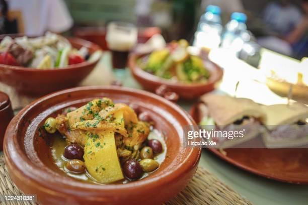close-up view of chicken and vegetables cooked in famous moroccan tajine, morocco - tajine fotografías e imágenes de stock