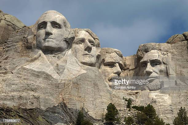 CONTENT] A closeup view of Mount Rushmore with thin clouds over a blue sky