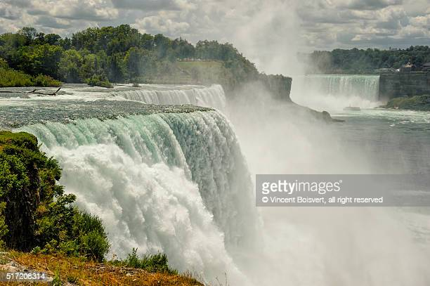 close-up view of the american falls in niagara falls, us - niagara falls stock pictures, royalty-free photos & images