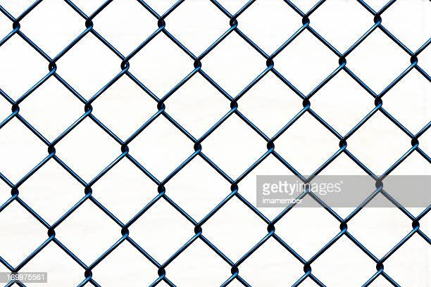 closeup wire fence aginst white background, copy space - hek stockfoto's en -beelden