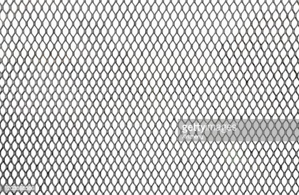 closeup wire fence aginst white background - hek stockfoto's en -beelden