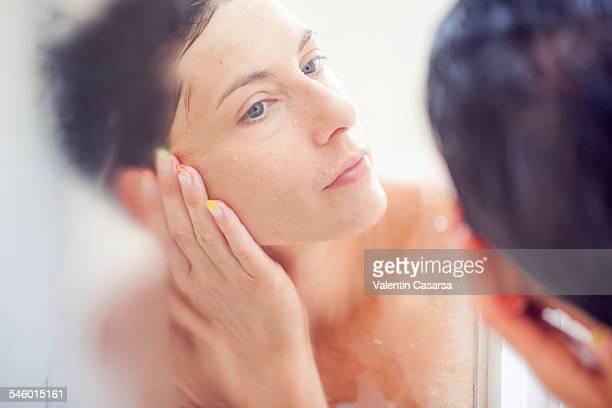 closeups of a woman showering - mirror steam fotografías e imágenes de stock