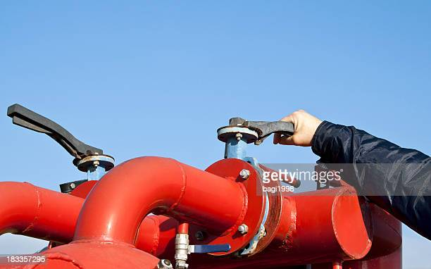 Closing or opening the valve