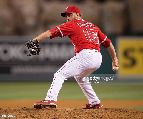 Closing pitcher Huston Street of the Los Angeles Angels of Anaheim pitches during the ninth inning of the game against the Minnesota Twins at Angel...