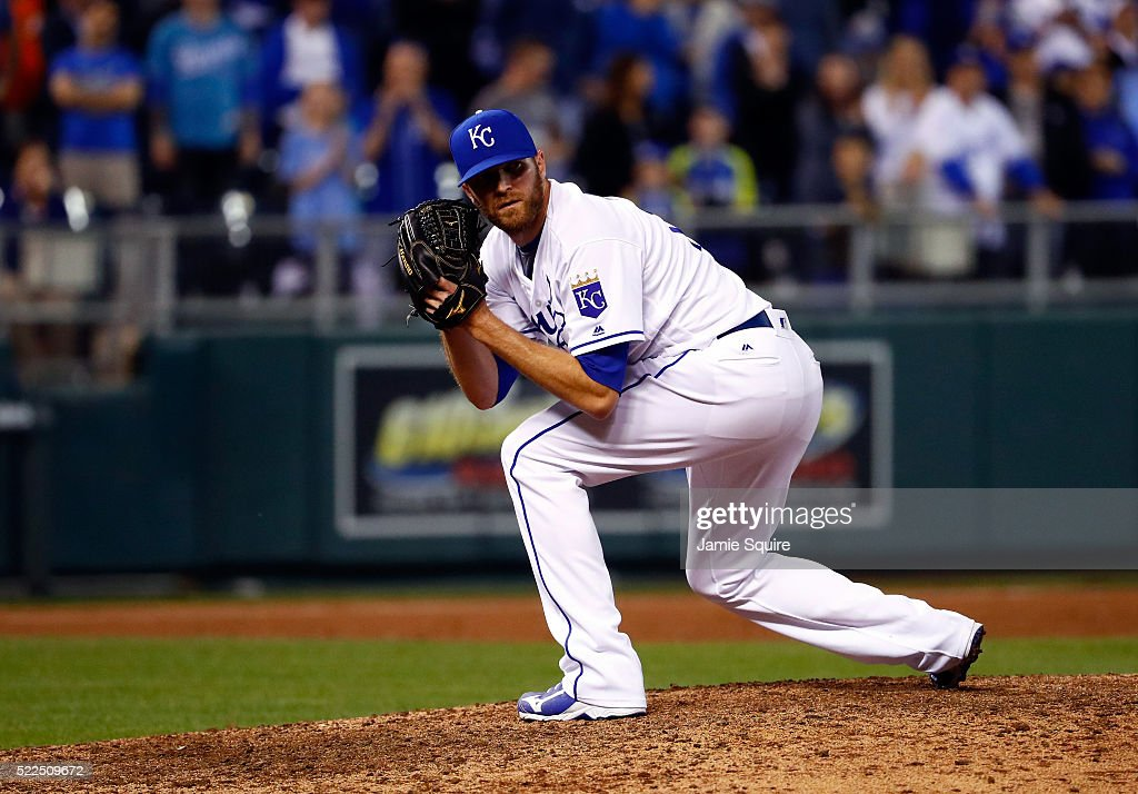 Closing pitcher Wade Davis #17 of the Kansas City Royals looks the runner back to first base during the 9th inning of the game against the Detroit Tigers at Kauffman Stadium on April 19, 2016 in Kansas City, Missouri.