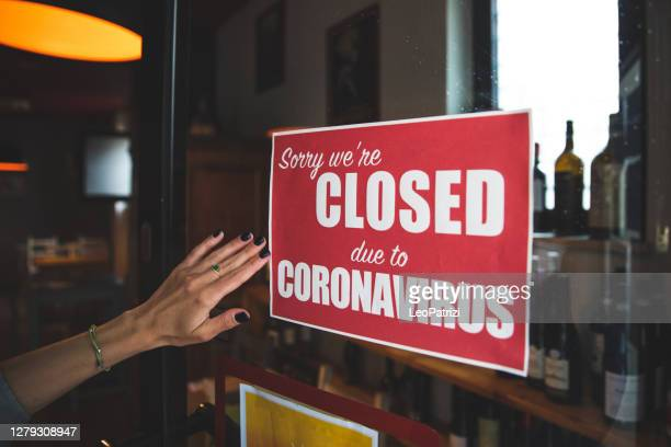 closing sign applied to a door of a restaurant - pub stock pictures, royalty-free photos & images