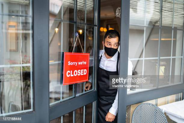 closing small business due to covid-19 - closing stock pictures, royalty-free photos & images