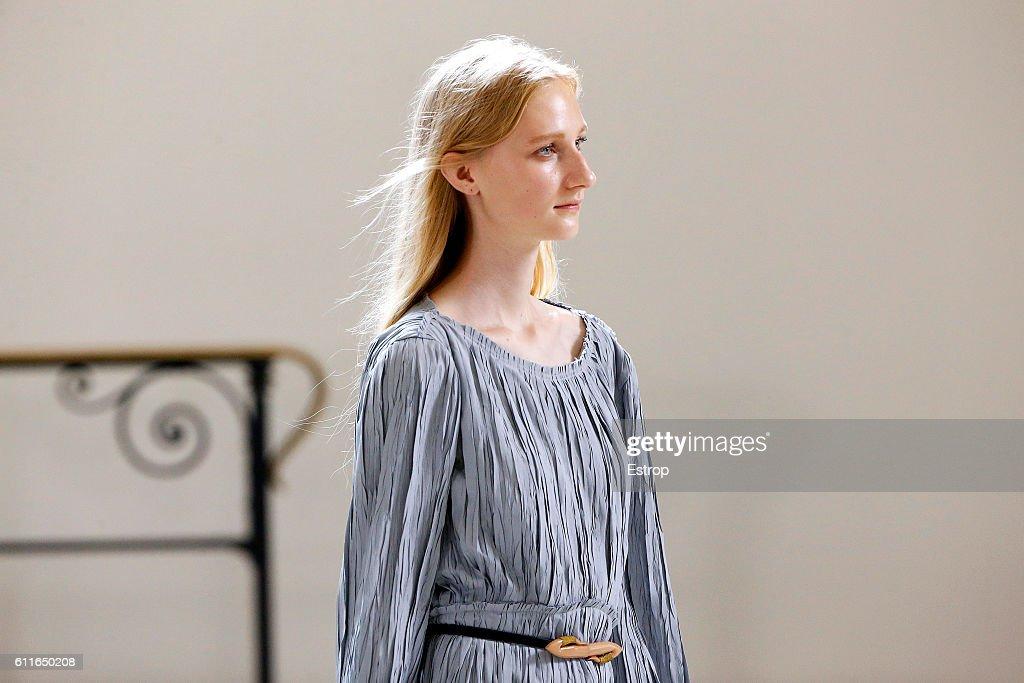 Lemaire : Details - Paris Fashion Week Womenswear Spring/Summer 2017 : News Photo