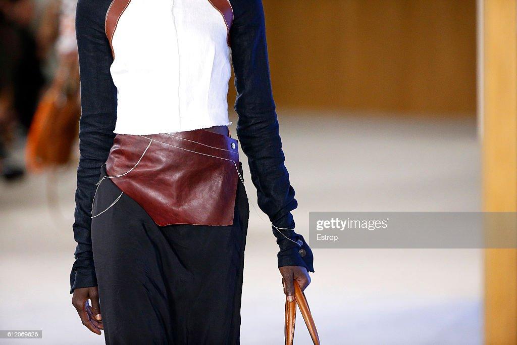 Loewe : Details - Paris Fashion Week Womenswear Spring/Summer 2017 : News Photo