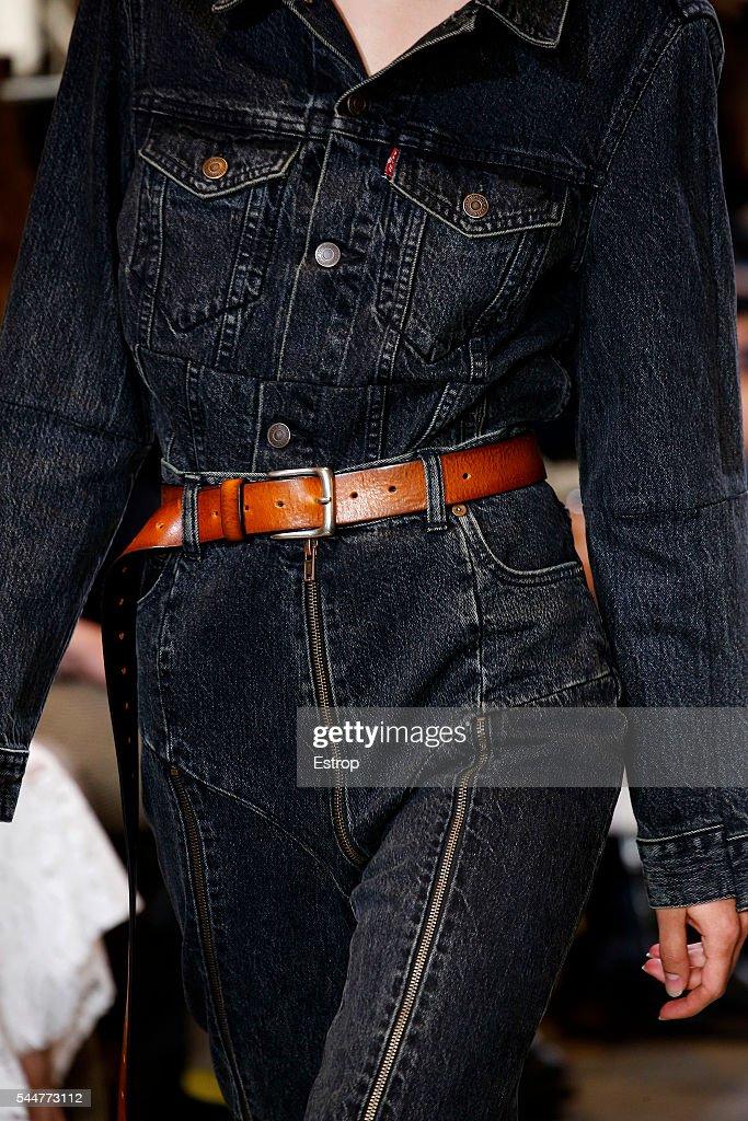 Vetements : Details - Paris Fashion Week - Haute Couture Fall/Winter 2016-2017 : Fotografía de noticias