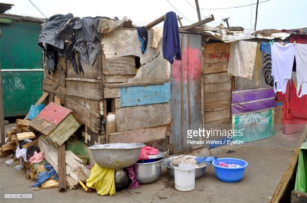 clothes drying by house - slum stock pictures, royalty-free photos & images