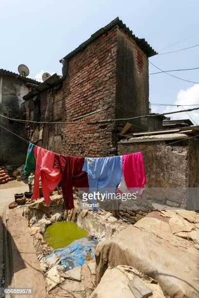 Wäscheständer im Slum Dharavi, Mumbai, Indien