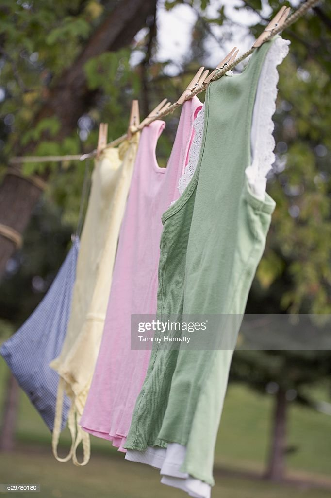 Clothes drying on clothesline : Stockfoto