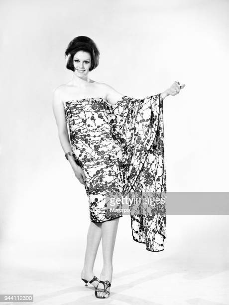 Fashion Sari Model Gloria James 1966