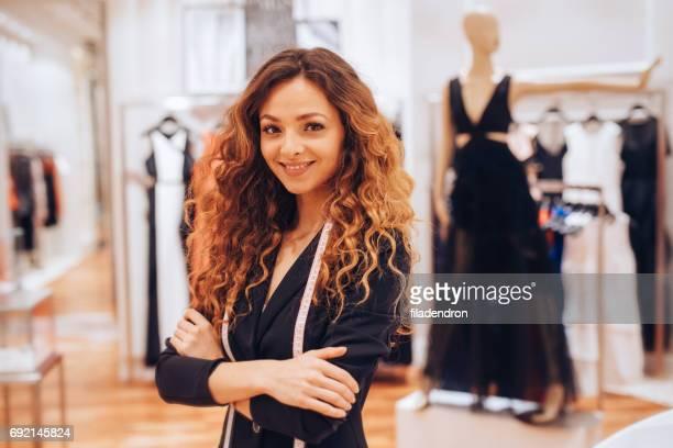 Adjoint de magasin de vêtements