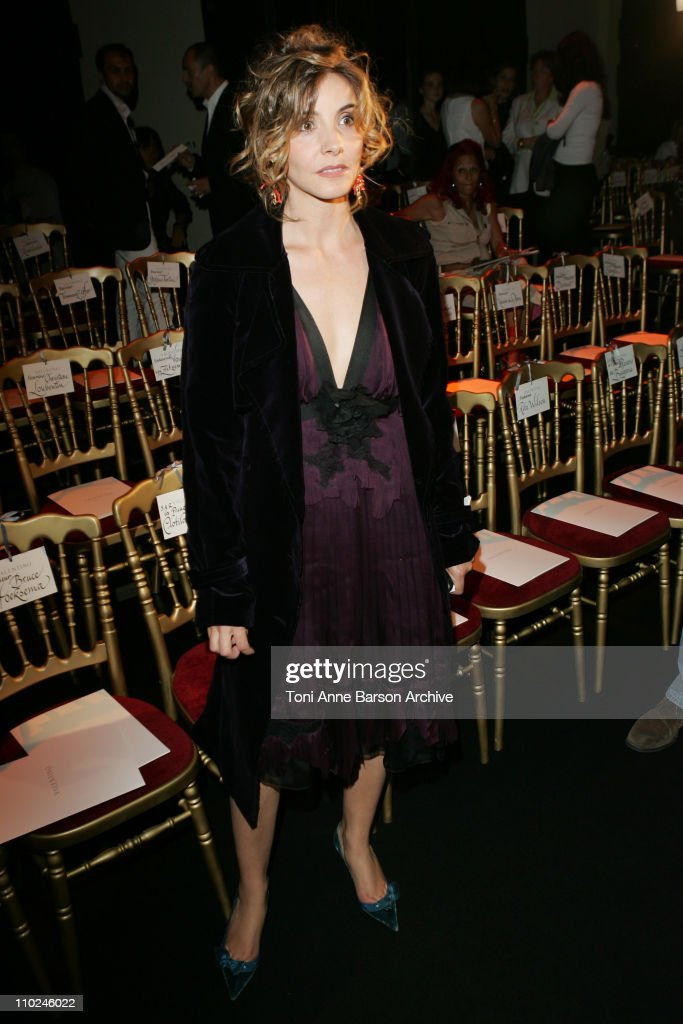 Paris Haute Couture Fashion Week - Fall/Winter 2005 - Valentino - Front Row : News Photo