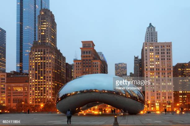 cloud gate at at&t plaza in millennium park - rainer grosskopf foto e immagini stock