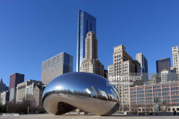 cloud gate at at&t plaza in millennium park - rainer grosskopf stock-fotos und bilder