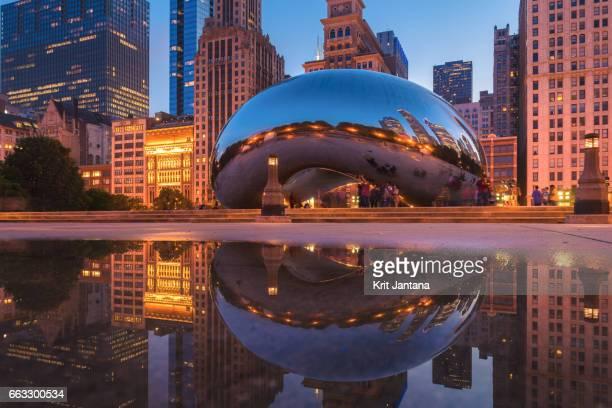 cloud gate near millennium park in chicago downtown - millenium park bildbanksfoton och bilder