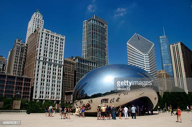 cloud gate or the bean in chicago - cloud gate stock photos and pictures