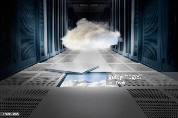 cloud hovering over ceiling tile - nuvem - fotografias e filmes do acervo
