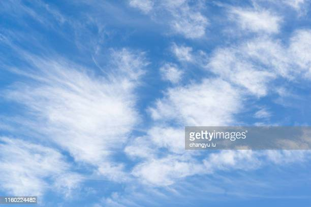 cloud in blue sky - altocumulus stockfoto's en -beelden