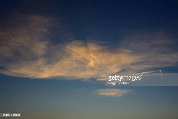 cloud landscape - chemtrails stock-fotos und bilder