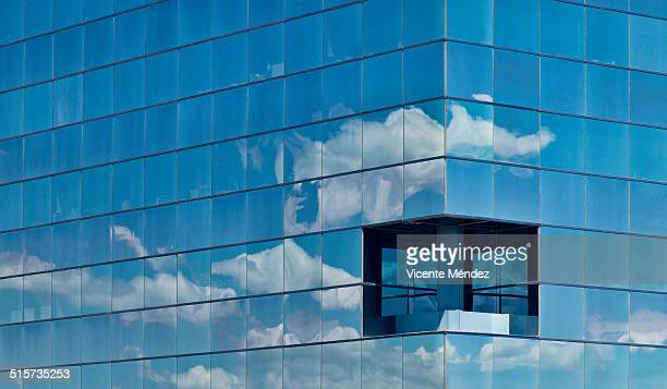cloud reflections in building windows - vicente méndez fotografías e imágenes de stock
