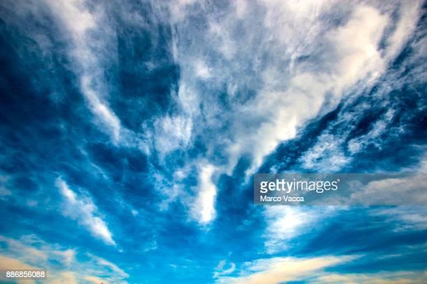 streams cirrus radiatus clouds moving east