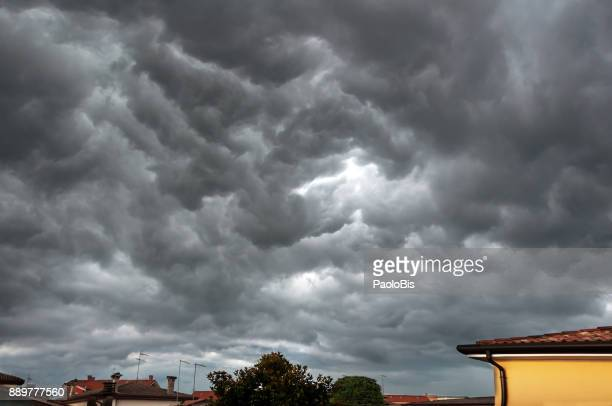 cloud typologies - sky with very dramatic storm clouds, in summer time - nuvoloso foto e immagini stock